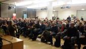 130 gehörlose und hörende Besucher - der Saal ist voll bis auf den letzten Stuhl