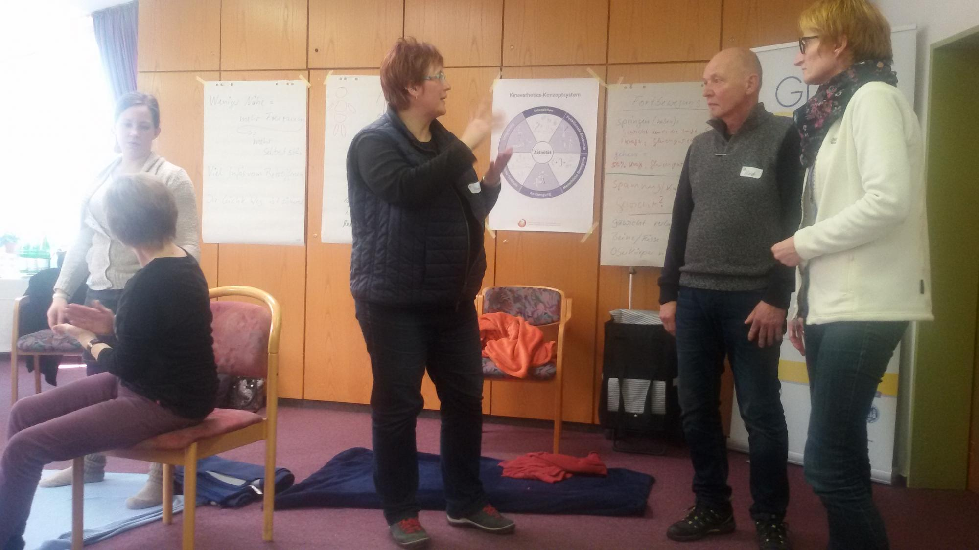 Angeregte Diskussion zwischen den Teilnehmern