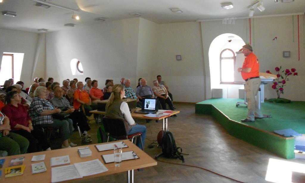Herr Köhler informiert die Teilnehmer